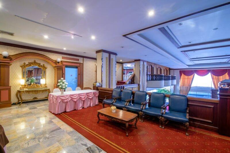 Alexander Hotel Bangkok : Tara